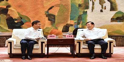 刘载望董事长与湖北省委常委、武汉市委书记王忠林举行会谈